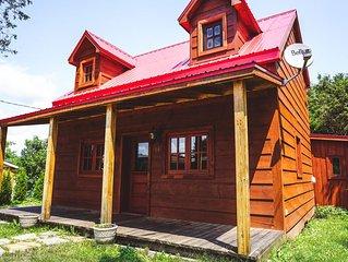 Historic Log Cabin: Country Getaway