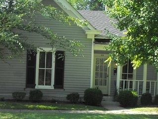 Pioneer Park Cottage, 2 BR/2 BA Downtown Historic Bardstown