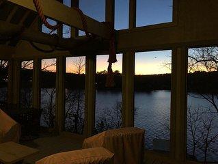 Little A-frame, big porch, on Lake Hamilton