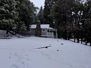 Charming, cozy Crestline cabin completely renovated and close to everything!