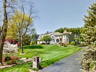 Gorgeous Chateau/House on 1.5 acres - in Annandale Center/ mins to Washington DC