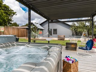 Mariposa,  3/2 home with amazing outdoor area and hot tub, close to wineries!