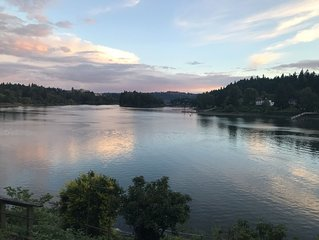 Willamette riverfront  with stunning view near downtown Milwaukie and Sellwood