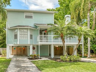 3bd/2.5ba Newly Updated Harborview Retreat - Walking distance to the beach!