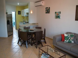Walk to the beach! Cozy 2 bedroom 2 bathroom close to everything!