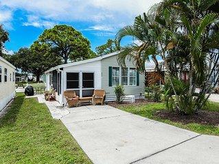 Cute Property in Sarasota Fl close to beach, amenities like pools