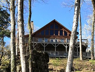 Family-friendly Cabin w/150 ft Current River frontage in Ozark Scenic River Wa