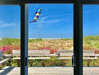 BLUE BEACH HOUSE. Enjoy life on the beach!
