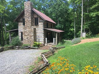 Eli Reeves Cabin at Hobbyknob Farm - Authentically restored 1820 Log Cabin