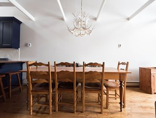 Spacious dining  area, 11 Guests can gather between the Island and dining table.