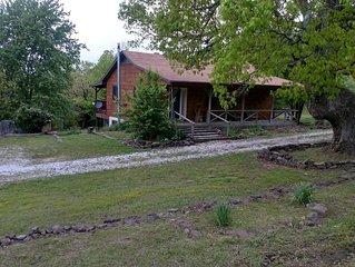 Big Oak Cabin - mountaintop home near Jasper
