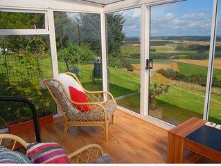 Modern Cottage, superb views, near St Andrews