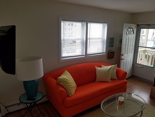 COZY and FUN! 2 BR/1 BA w/AC - Sleeps 6-1 block to boards & beach (incl. badges)