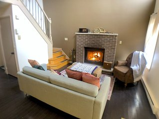 Comfy 3BR 2BATH Fireplace, Firepit, Grill and Ski!