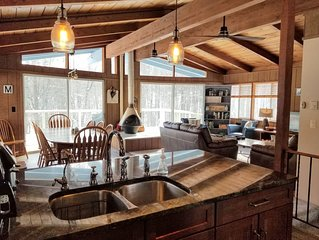 Gorgeous Chalet in the trees w/access to Pools & Golf