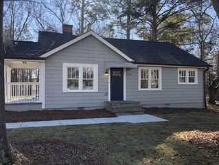 Sugar Hill cottage completely renovated. All new furniture and luxury linens.