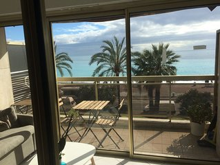 Lovely renovated seafront flat on the Promenade des Anglais 5 min Hotel Negresco