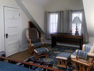 3 BR 1 BA Cottage ★ Rustic Charm ★ Modern Comforts