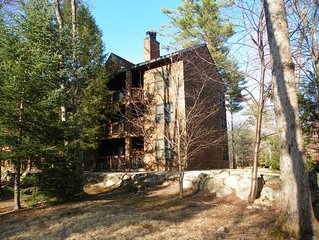 Great location on the river, easy drive NH attractions and bring your furry frie