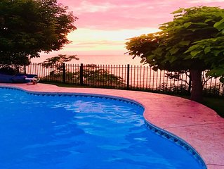 Lakefront Niagara Executive Stay - 50% off nightly rates!