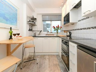 This seafront forth floor apartment allows for fantastic seaviews from the balc