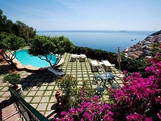 Villa storica con piscina, vista mare ed ampie terrazze a Positano.