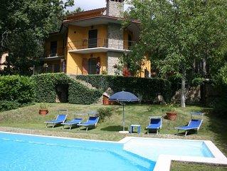 Ampia villa con giardino e piscina privati. Palestra, TV-satellitare, connession