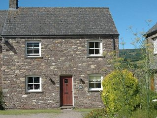 Cwmdu Court - Two Bedroom House, Sleeps 4