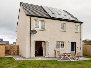 Spacious 3 Bedroom Property in Dornoch, Minutes From Town Centre