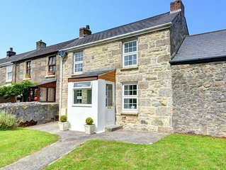 Cosy holiday home in Camborne with green garden, near the coast