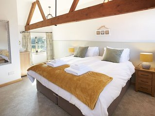 This charming cottage which sleeps two is in the tiny hamlet of Comberton and a