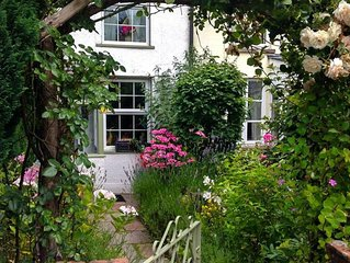 Groves Cottage - Two Bedroom House, Sleeps 3