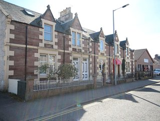 Spacious 3 Bedroom City Centre House only minutes away from River Ness