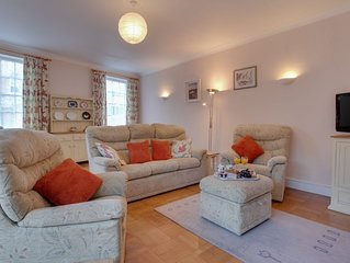 Mews Cottage - Three Bedroom House, Sleeps 6