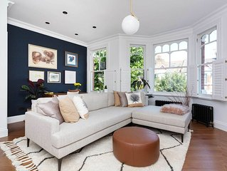 Reach main areas of London in 15 minutes from a lovely 2 bed apt (Veeve)