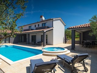 Amazing luxury villa with pool in Pula