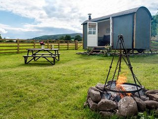 Cui Shepherds Hut - One Bedroom House, Sleeps 2