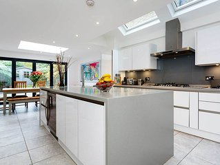 Bright four bedroom house in leafy Wandsworth (Veeve)