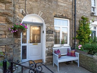 Holme Cottage - Two Bedroom House, Sleeps 4