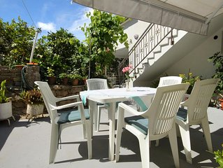 One bedroom apartment with terrace Hvar (A-109-a)