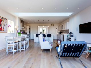 Luxurious Wandsworth 3 bed. home. Reaching Victoria in 25 mins! (Veeve)