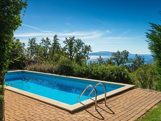 Lovely villa with pool and a sea view near Opatija