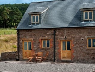 Cynfin Old House - Two Bedroom House, Sleeps 4