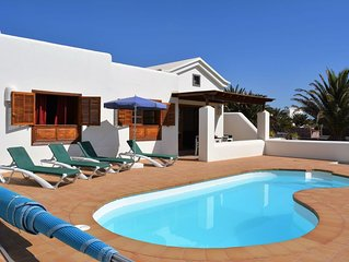 Comfortable Holiday Home in Playa Blanca with Swimming Pool