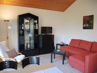 Ferienwohnung im Erdgeschoss eines freistehenden Hauses mitten im Grunen
