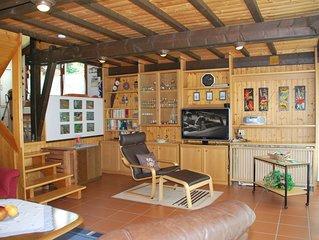Am Berghang gelegenes, ruhiges Ferienhaus (84 m2) mit Balkon
