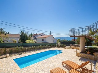 New modern holiday house - full privacy, quiet area, pool, terrace, barbecue, fe