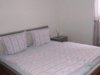 Schone, ruhige, modern eingerichtete 3-Zimmer-Wohnung mit Terrasse und kleinem G
