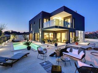 Top moderne Villa mit privatem Pool, Jacuzzi, Sauna, BBQ etc. direkt im romantis