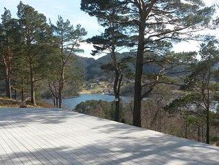 Ferienhaus in erhöhter Lage mit Blick auf den Bjørnefjord für bis zu 8 Personen